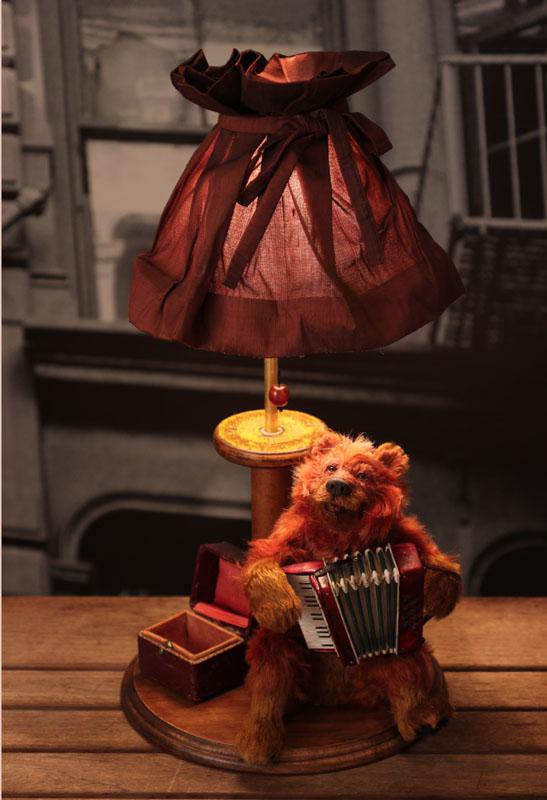 15周年記念アニマルドール卓上ライト(アコーディオンを弾くクマ)