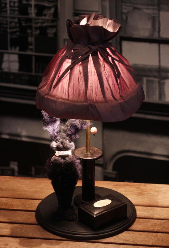 15周年記念アニマルドール卓上ライト(ハーモニカを吹く黒うさぎ)